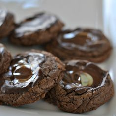 These delectable Andes Mint Cookies are slightly crispy on the outside, slightly chewy on the inside and smothered with a melted Andes mint. Andes Mint Chocolate, Chocolate Morsels, Chocolate Flavors, Melting Chocolate, Andes Mint Cookies, Peppermint Cookies, Espresso Cookies Recipe, Rocky Road Cookies, Chocolate Marshmallow Cookies