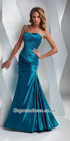 Love this dress even though it isn't a sweetheart neckline.