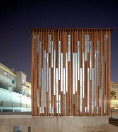 Healthcare Architecture, Wood Architecture, Minimalist Architecture, Architecture Details, Cladding Design, Facade Design, Gate Design, House Design, Compound Wall Design