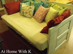23 Amazing Ways to Repurpose Old Furniture for Your Home Decor - Neue Ideen Diy Sofa, Diy Daybed, Old Furniture, Furniture For You, Refurbished Furniture, Furniture Ideas, Easy Diy Projects, Home Projects, Diy Home Crafts