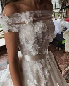 Nadine Nasser-Agha reveals wedding dress trends of 2017 Wedding Dress Trends, Dream Wedding Dresses, Bridal Dresses, Wedding Gowns, Tulle Wedding, Wedding Tips, Summer Wedding, Wedding Ceremony, Wedding Photos