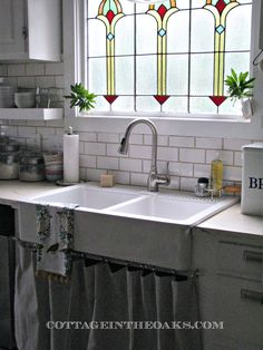 farmhouse sink with stained glass kitchen window Kitchen Sink Window, Glass Kitchen, Kitchen Decor, Kitchen Windows, Kitchen Ideas, Cozy Kitchen, Kitchen Tables, Kitchen Sinks, Kitchen Islands
