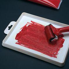 Vybereme si barvu, kterou naneseme na váleček