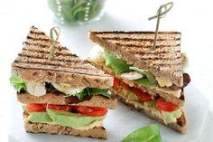 Vegetarian club sandwich - Συνταγές | γαστρονόμος Bread Art, Avocado Toast, Healthy Snacks, Sandwiches, Vegetarian, Diet, Vegan, Recipes, Food