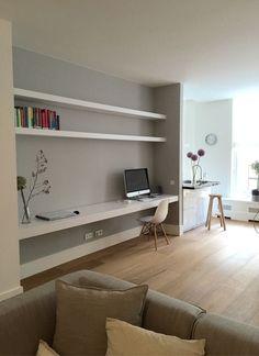 Niet per se met bureau, maar zo'n stukje muur met planken er tussen kan erg leuk zijn