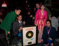 Monsieur Periné, recibió un disco de oro por parte de Cd Systems en los premios Shock.