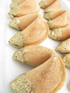 Fortune Cookies with edible gold glitter... Kind of a great idea for a New Year's party / Chinese New Years party. What fortune will the New Year bring???  :) NEED 4 Tuesday