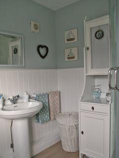 Blue bathroom anyone?