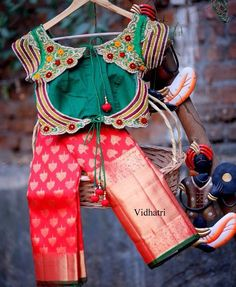 Heavy Broder Bridal Kanjivaram Sarees from Vidhatri Fancy Blouse Designs, Bridal Blouse Designs, Online Saree Purchase, South Indian Silk Saree, House Of Blouse, Kanjivaram Sarees Silk, Pattu Saree Blouse Designs, Designer Blouse Patterns, Indian Designer Wear