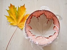 DIY leaf bowl, Autumn craft idea - Dainty Dress Diaries - Hobbies paining body for kids and adult Autumn Crafts, Nature Crafts, Diy Clay, Clay Crafts, Diy Crafts To Do, Crafts For Kids, Clay Art Projects, Leaf Bowls, Air Dry Clay