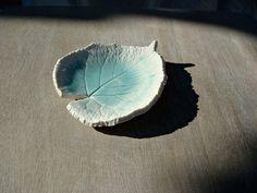 Porte savon feuille blanche et turquoise, coupelle bleu aquarelle, coupelle savon, porte savon nature, coupelle feuille : Accessoires de maison par oerine