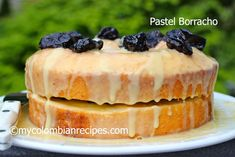 Looking for a dessert for this Memorial Day weekend? How about Pastel Borracho? Pastel Borracho is basically rum-soaked sponge cake, top with prunes and creme My Colombian Recipes, Colombian Cuisine, Cuban Recipes, Colombian Desserts, Colombian Dishes, Filipino Desserts, Pastel Borracho, Yummy Treats, Delicious Desserts