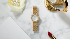 """Adding a romantic and feminine touch to the De Ville collection, OMEGA has created an astonishing range of Prestige """"Dewdrop"""" watches, combining delicate features with graceful appeal. In this 27.40 mm quartz model, the 18K yellow gold case is enhanced by a radiant diamond-set bezel, with three dewdrop lugs on either side. On the reverse, the God Chronos medallion has been embossed along with an engraved De Ville logo. The ornate dial is produced with white pearled mother-of-pearl t..."""
