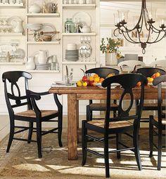 Linda sala de jantar mesa de madeira
