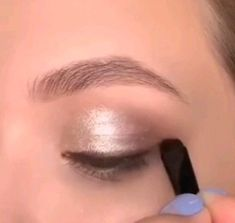 Make up What's Makeup ? What is Makeup ? Generally speaking, what is makeup ? Eyebrow Makeup, Skin Makeup, Eyeshadow Makeup, Beauty Makeup, Eyeshadow Styles, Eyeshadow Basics, Simple Eyeshadow, Simple Eyeliner, Makeup Eyebrows
