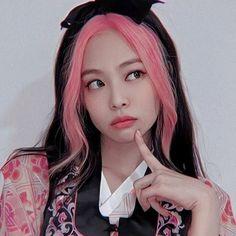 Blackpink Jennie, Kpop Girl Groups, Kpop Girls, Blackpink Poster, Lisa Blackpink Wallpaper, Profile Wallpaper, Wallpaper Lockscreen, Wallpapers, Chica Cool