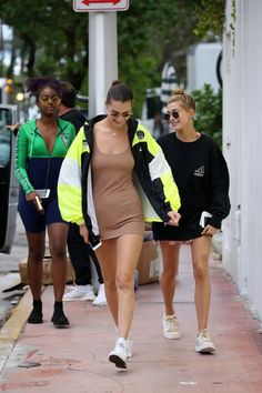Hailey Baldwin at Kith in Miami 11/27/2017. Celebrity Fashion and Style | Street Style | Street Fashion