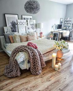 MONDAY ✔️...wish you all a great week and a cozy evening ✨ . Montag✔️wünsche ich euch eine wundervolle neue Woche und einen bezaubernden Abend✨ . #bedroom#bedroomdecor#schlafzimmer#einrichtung#candles#romantic#interiordesign#interior9508#rom123#interior123#interior#homedecor#ilovemyinterior#interiorstyling#inspiremeinterior#solebich#mrscarlissa#interiormagasinet#fashionaddict#fashifeen#dream_interiors#interior4all