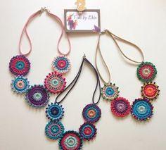 Bead Crochet, Crochet Necklace, Crochet Jewelry Patterns, Crochet Shoulder Bags, Horse Costumes, Curtain Texture, Boho Outfits, Crochet Flowers, Unique Jewelry