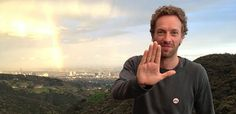 THIS IS AWESOME. Sweet Tweet: Chris Martin Lends An L-Shaped Hand For #Lupus Awareness - Photo: (Twitter)