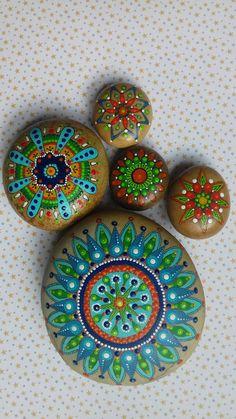 Mandala . Piedra pintada a mano. por PiedrasPintadasES en Etsy