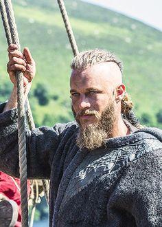 Men who look like vikings Wallpaper Vikings, Viking Wallpaper, Travis Fimmel Vikingos, Vikings Travis Fimmel, Bracelet Viking, Viking Jewelry, Lagertha, King Ragnar Lothbrok, Good Old Movies