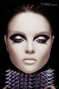 Modern style inspired makeup focussing on big eyes and very pale lips. Eye Makeup, Makeup Art, Beauty Makeup, Hair Makeup, Witch Makeup, Make Up Looks, 1960s Makeup, Pale Lips, 1960s Inspired