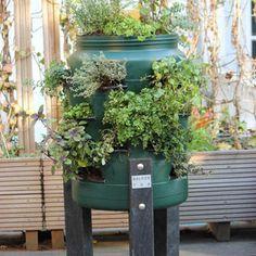 BALKONTON. DIY moestuin ontwerp: een verticale kruidentuin. verticale tuinsysteem, verticale tuin, balkonton, wormentoren