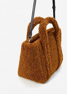 How To Buy Designer Bags With Confidence - Best Fashion Tips Clutch Bag, Crossbody Bag, Tote Bag, Cos Bags, Fashion Bags, Fashion Accessories, Sacs Design, Fur Bag, Bucket Bag