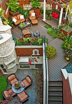 A Chicago resident creates a stunning outdoor rooftop retreat: http://www.midwestliving.com/garden/featured-gardens/garden-tour-small-yard-big-impact/