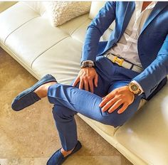 À nice light blue/gray linen shirt, I would am swap for the without shirt