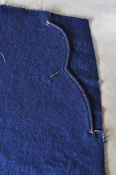 I have been thinking of pocket details like this for my stretch denim cigarette pants for a while now... They're like the ones on those 40's utility pants I like so much... I like how these look.