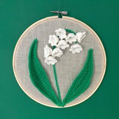 Lily of the Valley Crochet Wall Art - Stella's Yarn Universe : Crochet Apple – Free Mini Amigurumi Pattern – Stella's Yarn Universe How To Triple Crochet, Apple Garland, Mini Amigurumi, Crochet Wall Art, Crochet Apple, Crochet Leaves, Crochet Flowers, Crochet Videos, Easy Sewing Projects
