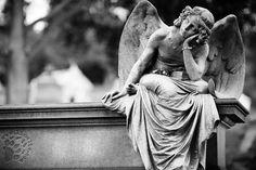 """Anche questo è un buon motivo per non temere la morte.  """"Riposare a fianco di coloro che si amano, è la più piacevole prospettiva che si possa ideare, se ci si spinge col pensiero oltre la vita. """"Ricongiungersi ai propri cari"""" è un'espressione tanto dolce!"""" Johann Wolfgang von Goethe - Le affinità elettive  #Goethe, #morte, #ricongiungersi, #italiano,"""