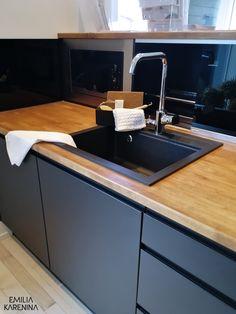 VALONTALO Kitchen Cupboards, Ikea Kitchen, Kitchen Decor, Küchen Design, Flat Design, House Design, Black Kitchens, Home Kitchens, Kitchen Styling