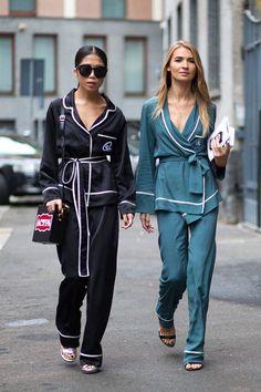 El pijama -rey de Street Style http://stylelovely.com/noticias-moda/el-pijama-sale-de-la-cama-para-convertirse-en-el-rey-del-street-style/