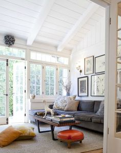 Love the ceiling & windows; i want windows on 3 sides of the sunroom though! This is more of a sunroom/ living room or den! 3 Living Rooms, Home And Living, Living Spaces, Modern Living, Living Area, Style At Home, Ideas Terraza, Sunroom Addition, Family Room Addition
