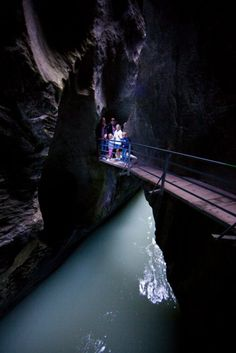 The Aare Gorge lies between the villages of Meiringen and Innertkirchen in the Haslital. It is kilometres long and up to 200 metres deep. Scary Places, Places To Visit, Bern, Travel Around The World, Around The Worlds, Northern Italy, Beautiful Places In The World, Lake Como, London Travel