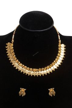 Get wide range of wedding and bridal pearl, crystal & kundan Necklace set jewelry at store by Andaaz Fashion Online. Jewelry Sets, Women Jewelry, Indian Necklace, Necklace Online, Matching Necklaces, Necklace Set, Bridal Jewelry, Jewelry Collection, Raksha Bandhan