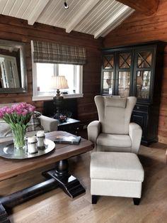 Cabin interiors ! Furnitures from Kisterfors.no ! Picture by @villatverrteigen