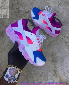 Love this shoes wish I have them! Haraches Shoes, Cute Nike Shoes, Fly Shoes, Swag Shoes, Cute Sneakers, Nike Air Shoes, Hype Shoes, Shoes Sneakers, Nike Footwear