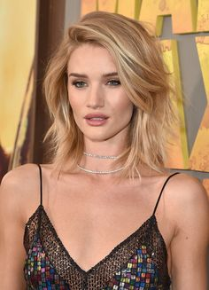 Rosie Huntington-Whiteley Photos - Rosie Huntington Whiteley is seen at JFK. - Rosie Huntington Whiteley at JFK Airport Blonde Pony, Blonde Bangs, Long Bobs, Rosie Huntington Whiteley, Blond Beige, Modern Bob, Mad Max, Great Hair, Cut And Color