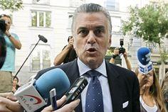 Rajoy destituye a los inspectores de Hacienda que investigaron al PP por la trama Gurtel.