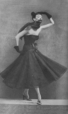 Balenciaga,1950 para la revista Harper's Bazaar. Fotógrafo Richard Avedon