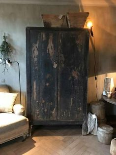 Country Furniture in Oak, Chestnut and Pine Black Furniture, Distressed Furniture, Colorful Furniture, Painted Furniture, Primitive Furniture, Country Furniture, Home Interior Design, Interior Decorating, Muebles Living