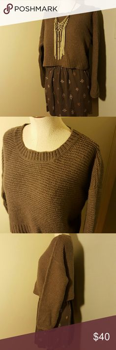 """French Connection Brown Wool Cropped Sweater S Boxy cropped thick knit sweater by French Connection. Lightly worn with minimal signs of wear. Loose fit overall, cropped style hits at high waist.  Rounded neckline, ribbed trim.  This warm and cozy sweater is perfect for Fall and Winter!  Gorgeous dusty brown color.  80% wool, 20% nylon.  Size Small, could also fit a Medium too since the fit is so loose.  Measurements:  42"""" bust, 16.5"""" long. French Connection Sweaters Crew & Scoop Necks"""