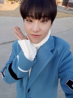 """170225 Seventeen's Twitter Update""""[ORIG] [17'S] 퍼포팀의 주말은 캐럿들과 함께 ❤ [TRANS] [17′S] Performance team's weekend is together with carat ❤ """" Trans © Pledis17@tumblr"""