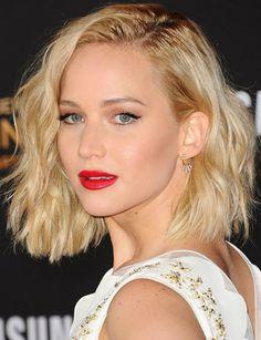 """Makes e penteados de Jennifer Lawrence na divulgação de """"Jogos Vorazes: A Esperança – O Final"""""""