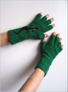 LOOK... it's a lizard... crocheted fingerless glove for you!!!