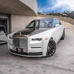 Image uploaded by Millionairexstyle. Find images and videos about luxury, car and lifestyle on We Heart It - the app to get lost in what you love. Rolls Royce Models, Rolls Royce Cars, Super Sport Cars, Super Cars, Rolce Royce, Rolls Royce Limousine, Bentley Rolls Royce, Rolls Royce Phantom, Classy Cars